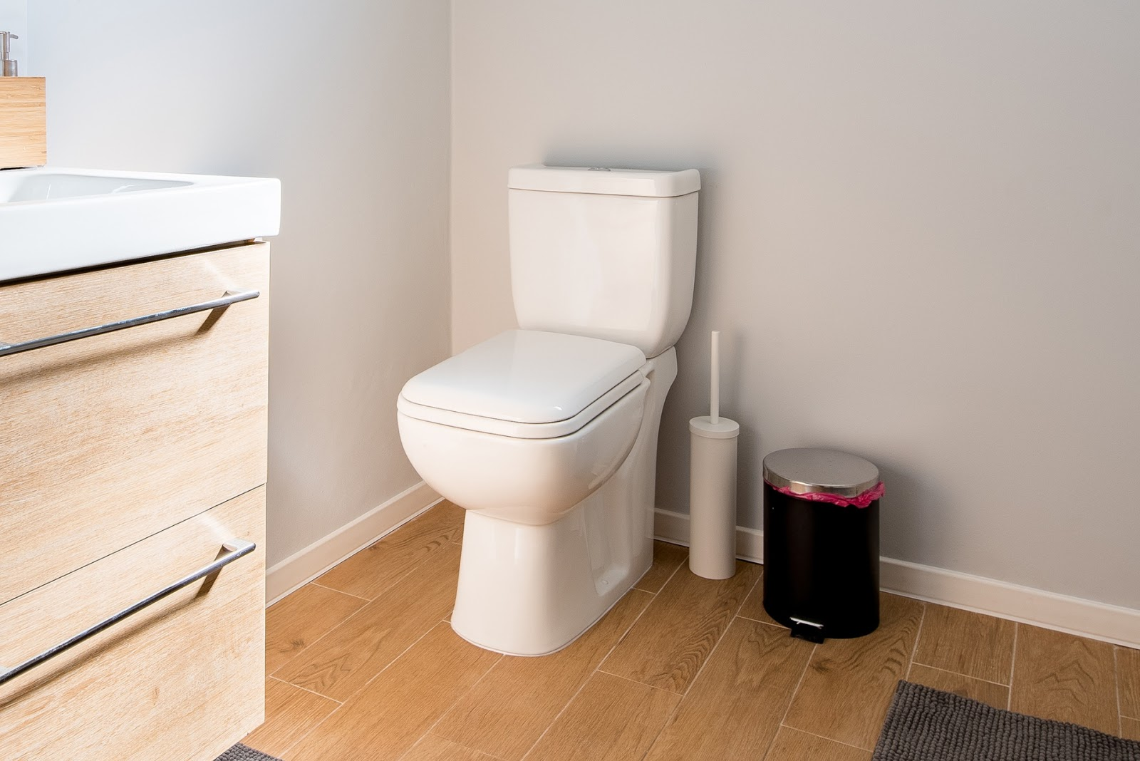 Running and leaking toilet plumber in Hamilton