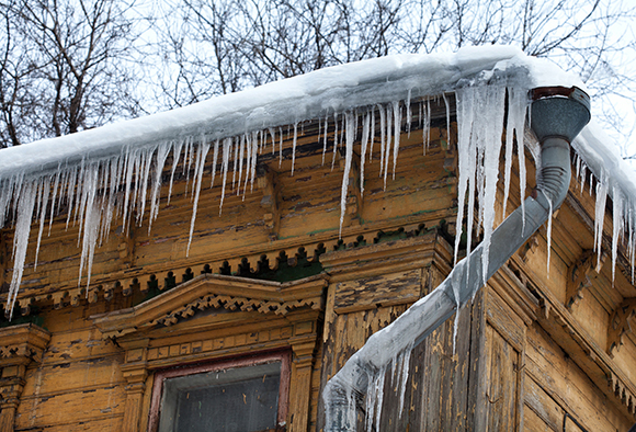 A building covered in icicles