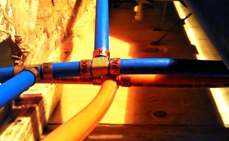 The blue and orange Kitec pipes with brass fittings